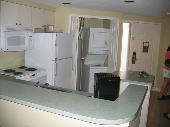 Wyndham Cypress Palms: Kitchen with washer and dryer