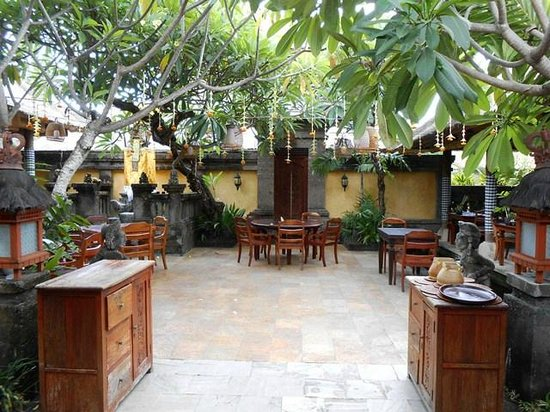 Bumbu Bali: Outdoor seating