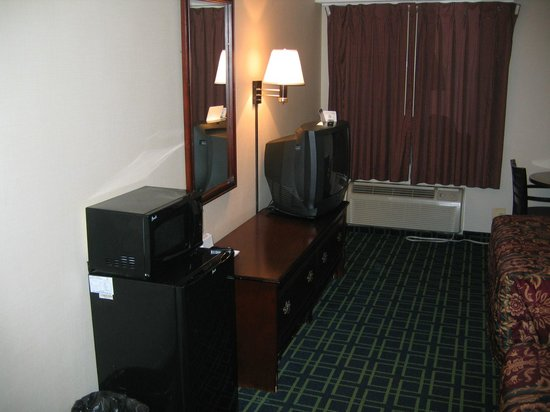 Days Inn Dumfries Quantico: Old tv set