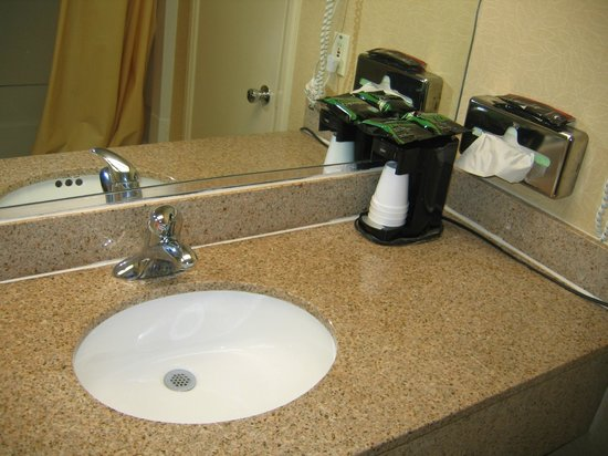 Days Inn Dumfries Quantico: Bathroom