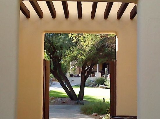 Miraval Arizona Resort & Spa: archway on property