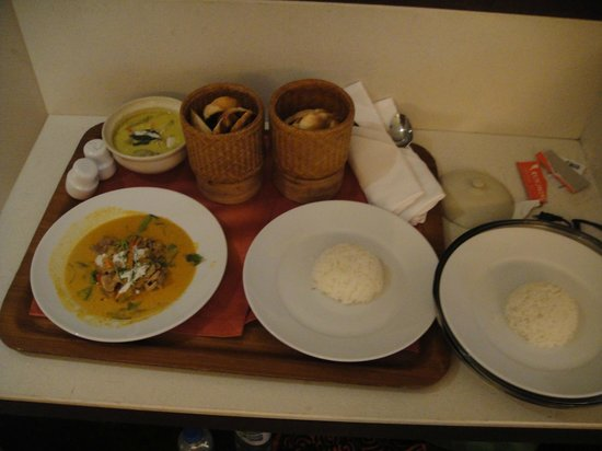 Holiday Inn Resort Phuket:                   Room Service! Wow the curries sooo yummy!