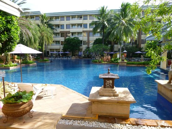 Holiday Inn Resort Phuket:                   Our AMAZING swimming pool!!