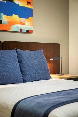 Quest Docklands: Queen Beds Available