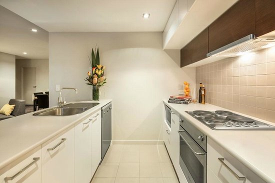 Quest Docklands: Two Bedroom Executive Apartment, Kitchen facilities