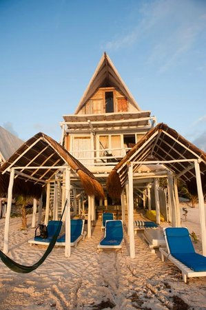 Posada Lamar:                   Beachfront cabanas