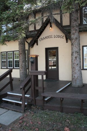 Crandell Mountain Lodge: Lodge Exterior
