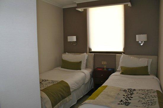 Plaza el Bosque San Sebastian: Quarto menor, com camas de solteiro