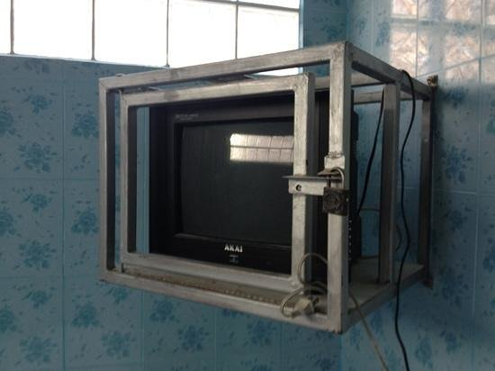 Chiang Saen Guest House: They didn't want me to steal the TV!!
