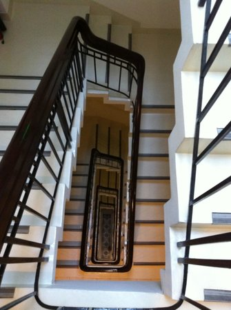 The Alcove Library Hotel: Staircase
