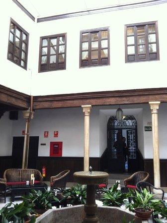Casa Palacio Pilar del Toro Hotel: Parte de esas ventanas son las habitaciones que dan al patio