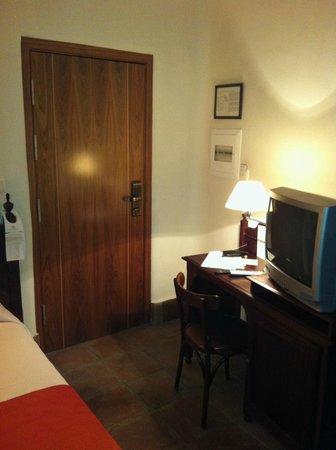 Casa Palacio Pilar del Toro Hotel: Habitación individual. TV algo antigua