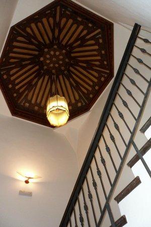 Hotel Casa del Pilar: El techo en la zona de las escaleras