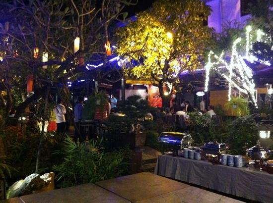 Truc Lam Vien: garden lighting
