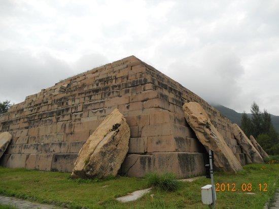 高句麗前期の都城と古墳