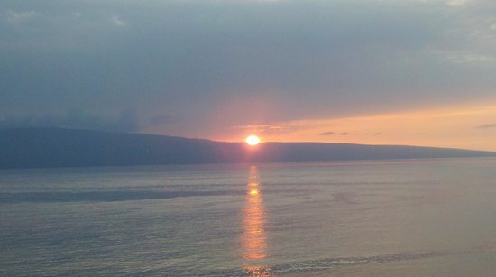 Marriott's Maui Ocean Club  - Lahaina & Napili Towers: Sunset over Lanai
