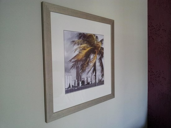 Hampton By Hilton Miami-Coconut Grove/Coral Gables : Artwork on the room wall