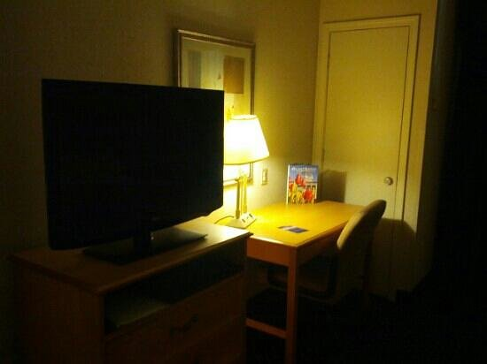 Holiday Inn Express Hotel & Suites Richmond North Ashland: Two Room Suite