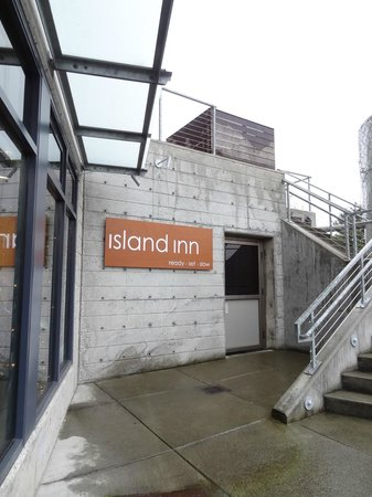 The Island Inn at 123 West: view from the lobby