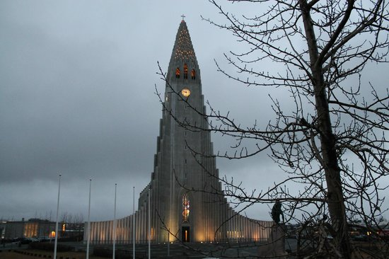 Hotel Leifur Eiriksson: Right across from the hallgrimskirkja church