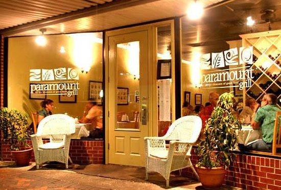 Paramount Grill : Exterior