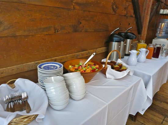 Race Brook Lodge: Breakfast buffet for our meeting in the Barm.