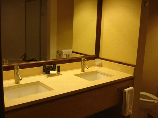 Peaks Resort & Spa: Sink area