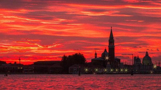 Ca' Angeli : Returning to Venice from Burano at sunset