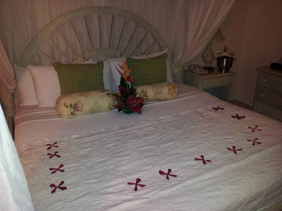 Rendezvous Resort: Room Setup for Honeymoon Option (Extra)