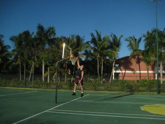 Grand Palladium Punta Cana Resort & Spa: Basketball courts at the Sport Center
