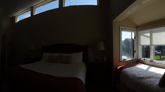 The Waves: pano of the room and the great bay window for siestas