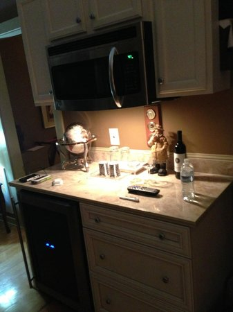 Three Pines View: in-room kitchenette