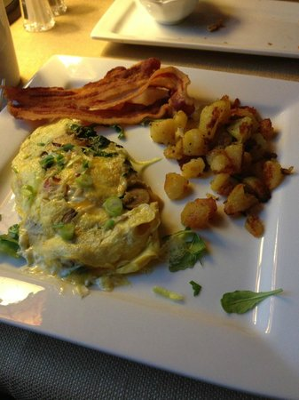 Three Pines View: UNBELIEVABLY good omelet!