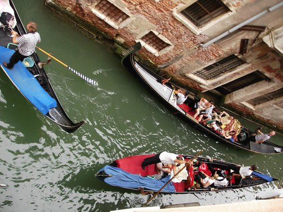 Al Teatro Bed & Breakfast: Gondola traffic jam