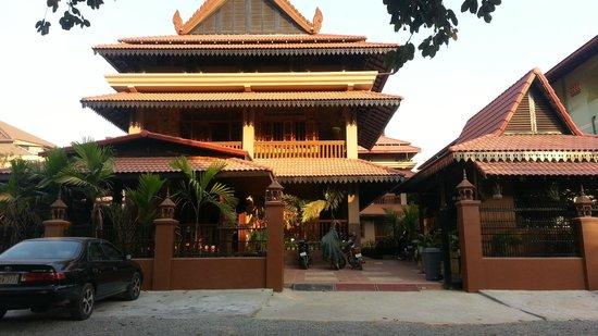 Shining Angkor Hotel Apartment: Apartment Entrance Way