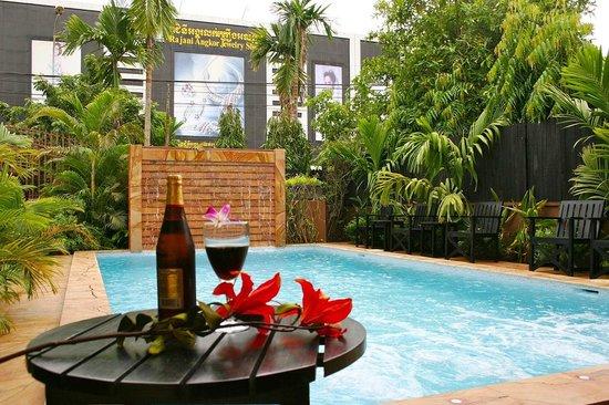 Shining Angkor Hotel Apartment: Hotel Swimming Pool