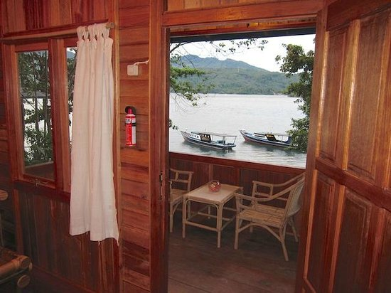 NAD-Lembeh Resort: From Bungalow 4