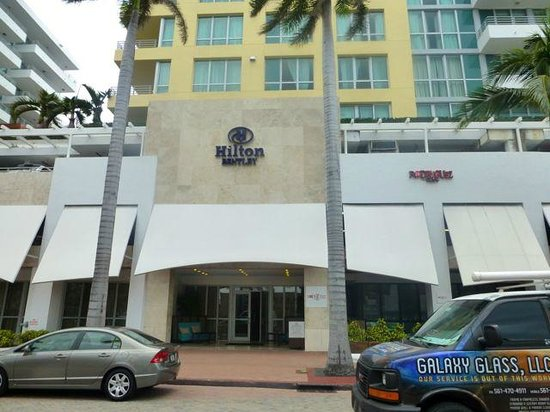 Hilton Bentley Miami/South Beach: Hotel entrance