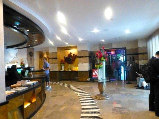 Hilton Bentley Miami/South Beach: Hotel Foyer