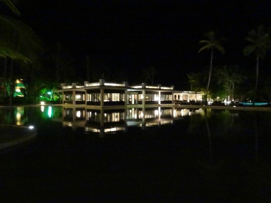 Catalonia Royal Bavaro: the tapas restaurant at night