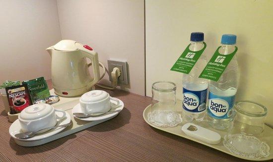 Holiday Inn St. Petersburg Moskovskiye Vorota: Complimentary tea, coffee and mineral water