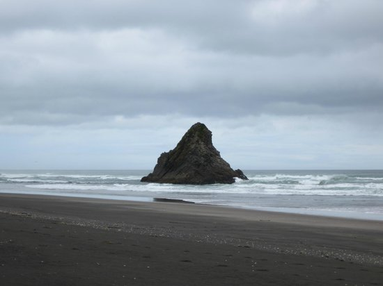Waitakere Ranges:                   Black Sand Beach