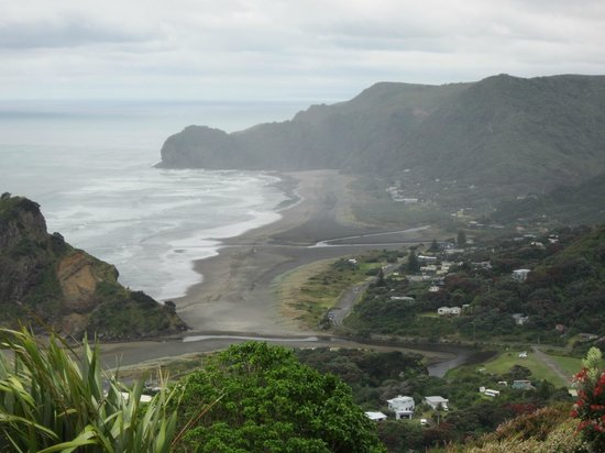Waitakere Ranges:                   Piha Beach