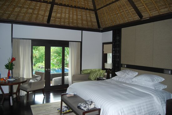 Pan Pacific Nirwana Bali Resort:                   View outdoors from 2nd bedroom villa 711, note the ceiling!