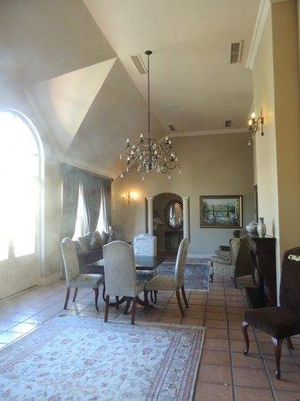 L'Ermitage Franschhoek Chateau & Villas: Entrance hall prior to Honeymoon suite