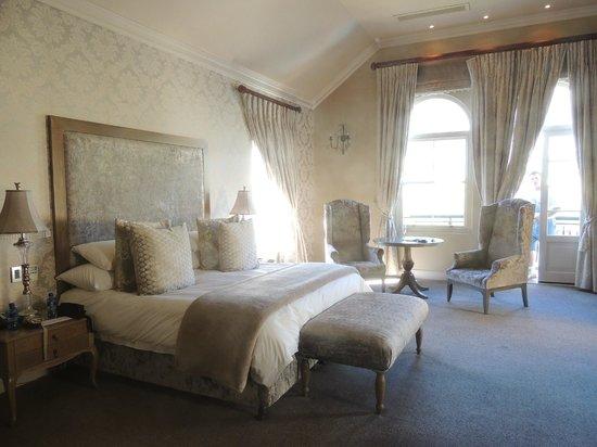 L'Ermitage Franschhoek Chateau & Villas: Honeymoon suite bedroom