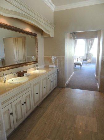 L'Ermitage Franschhoek Chateau & Villas: Honeymoon suite bathroom