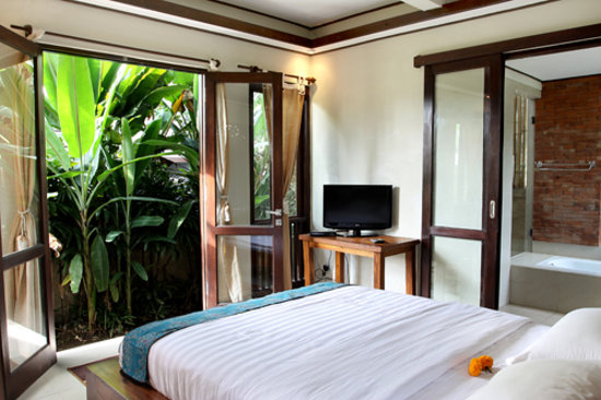 Gusde house villa ubud indonesia review vila for Master bedroom downstairs