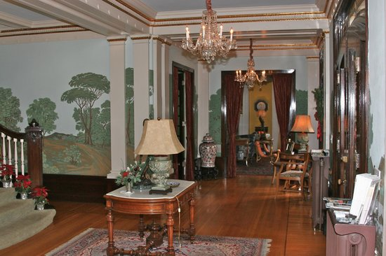 Portland's White House:                   from foyer to living room