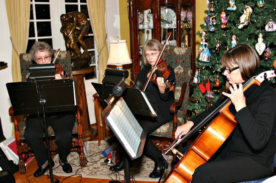 Portland's White House Inn:                   cellist and group
